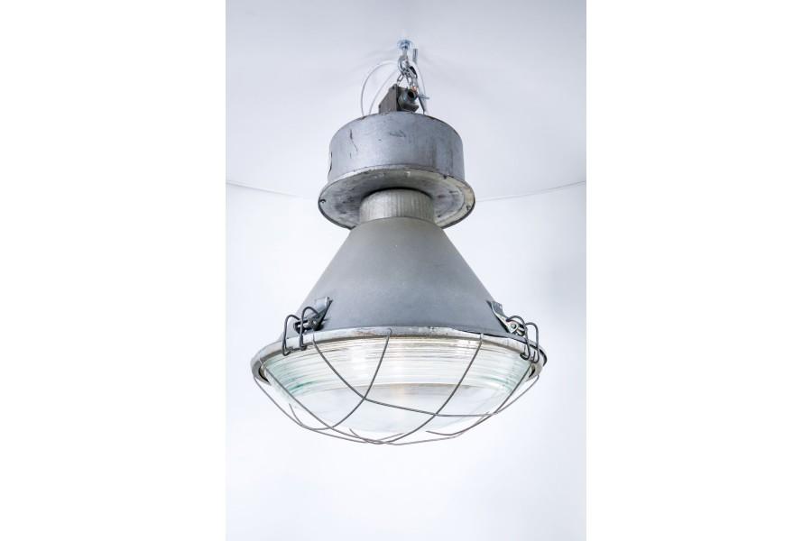 Lampa MESKO industrialna, pofabryczna, blacha malowana młotkowo, Polska – bauhaus