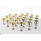 Kpl. 24 złoconych kielichów,  po 12 do szampana i wina,  srebro, Meksyk – secesyjny.