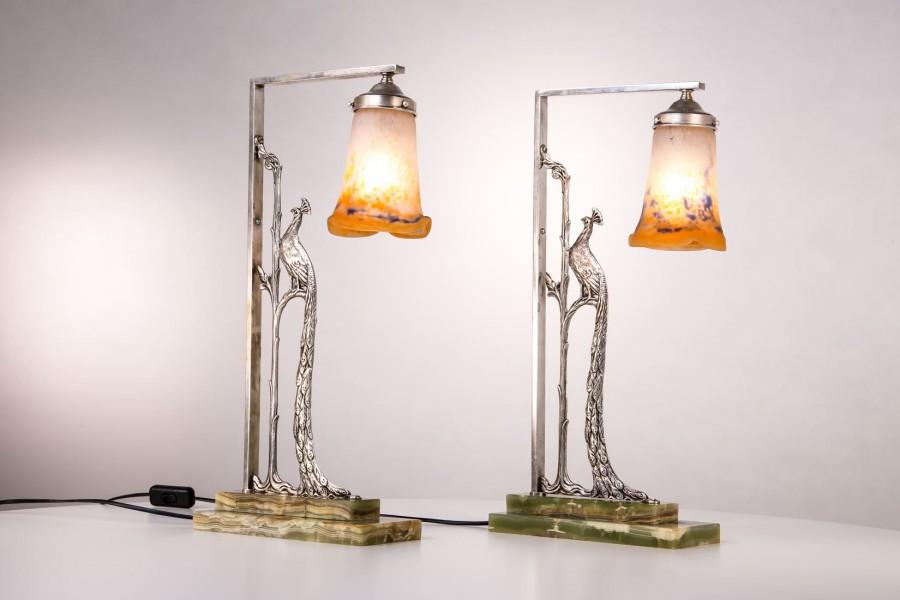 Kpl. dwóch lampek bliźniaczych z pawiami, mosiądz/chrom/szkło warstwowe, Francja - art deco