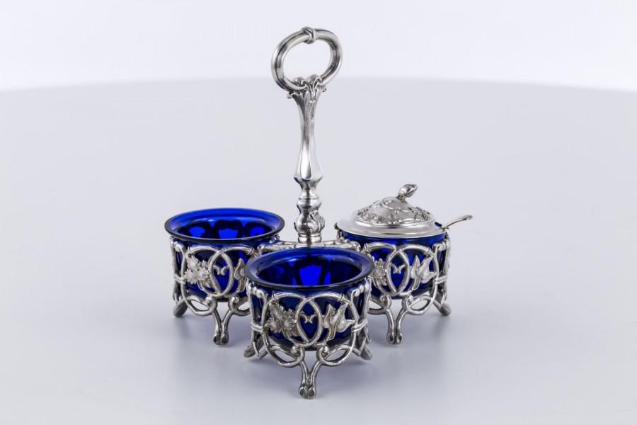 Kabaret z łyżeczką i 3 wkładami ze szkła kobaltowego, srebrny, Francja – eklektyzm
