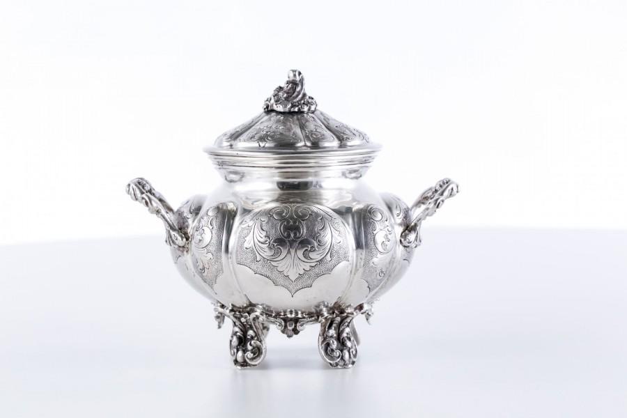 Cukiernica kryta, srebrna, Włochy – postmodernistyczna