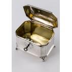 Cukiernica na kluczyk, złocona wewnątrz,  srebrna, Wiedeń – eklektyzm