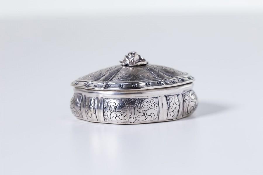 Puzderko damskie zdobne, na biżuterię, złocone, srebrne Włochy - postmodernistyczne