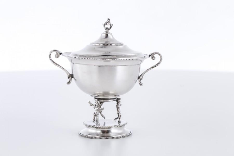 Cukiernica kryta, filigranowa,  z figurami, srebrna, Włochy – Neo Empire