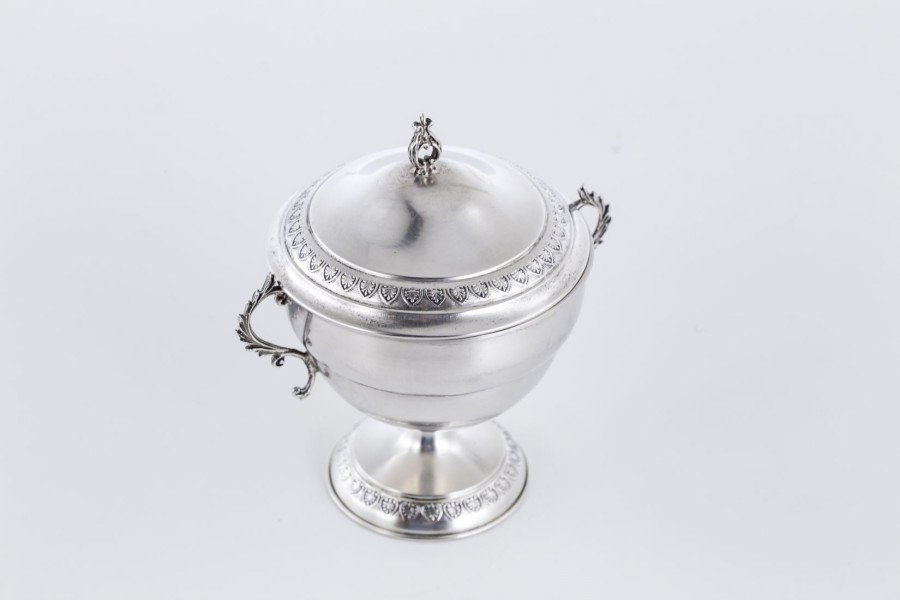 Cukiernica kryta, filigranowa, srebro, Włochy – neobarokowa