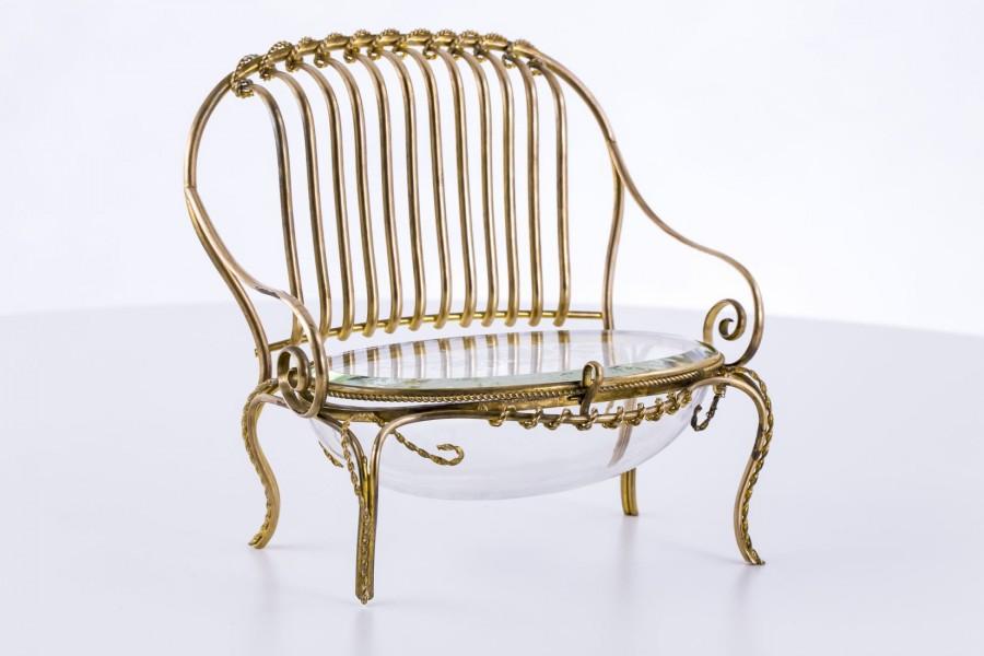 Szkatuła z brązu złoconego i kryształu na biżuterię, forma kanapy, Niemcy – Biedermeier.