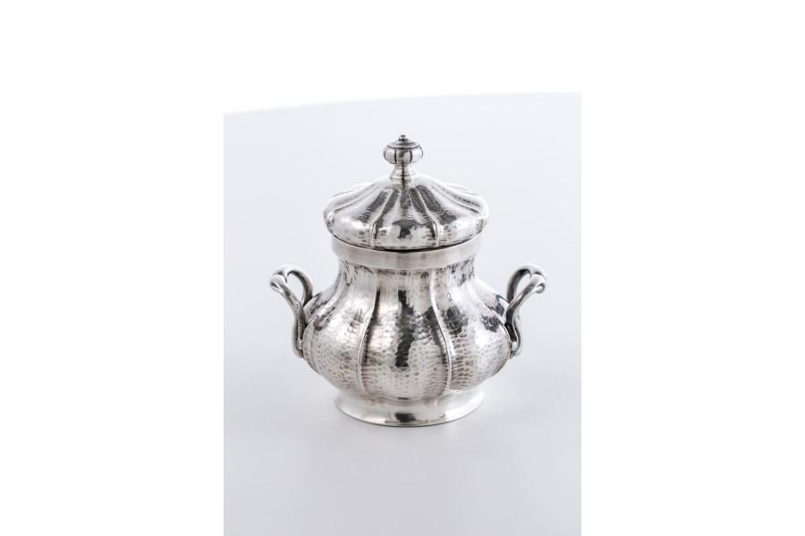 Cukiernica reprezentacyjna  kryta, srebrna, Włochy – postmodernistyczna