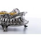 Żardiniera reprezentacyjna  ze złoconym wkładem, srebrna, Niemcy – neorokokowa