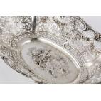 Patera ażurowa ze scenką rodzajową, srebrna, Niemcy – eklektyczna.