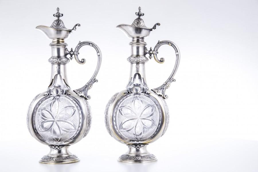 Komplet dwóch dzbanów, pałacowe, kryształowo-srebrne, złocone,Triest(A-W) – eklektyzm