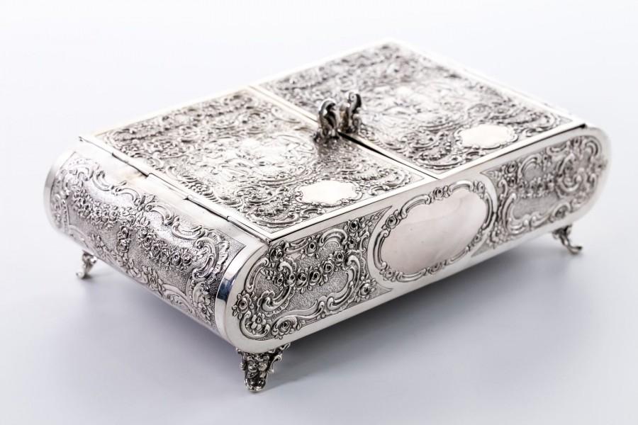 Humidor Wilhelm Weinranck Hanau szkatuła skóra krokodyla srebrna, Niemcy – eklektyzm.