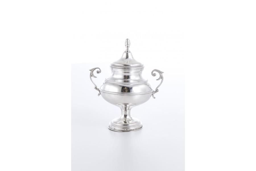 Cukiernica kryta, z pokrywką, srebrna, Włochy – eklektyczna.