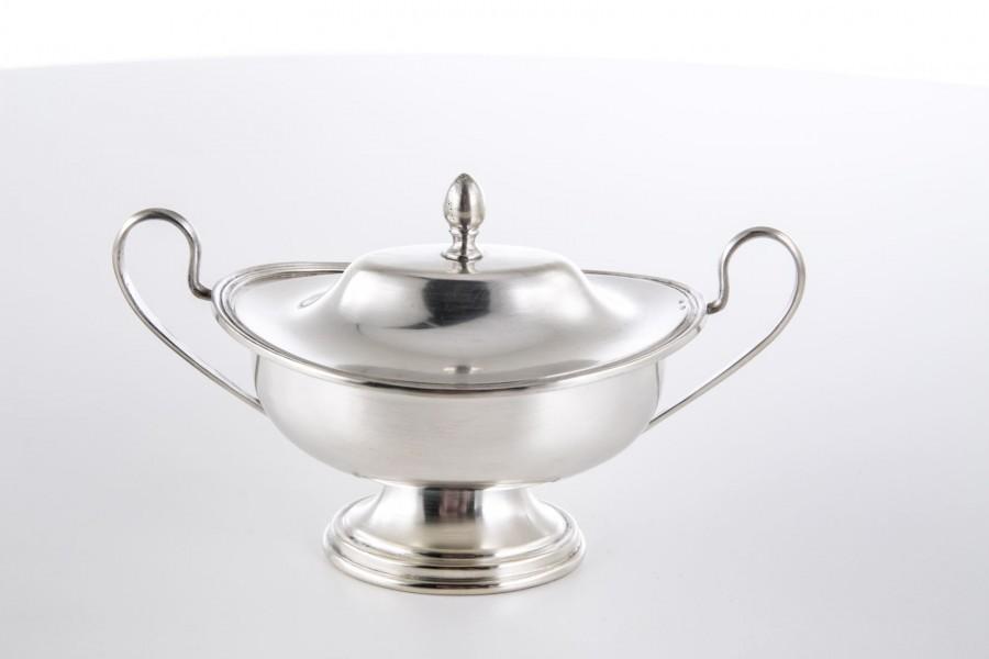 Cukiernica CESA 1882 ,  kryta, wytworna, srebrna,  włoska – modernistyczna.