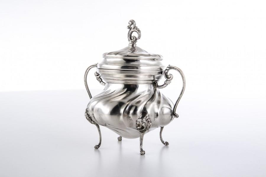 Cukiernica kryta, srebrna, Włochy – postmodernistyczna.
