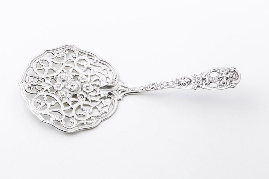 Łopatka do ciasta, ażurowa, z okrągłym nabierakiem, srebrna – sztuka świata.