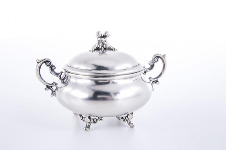 Cukiernica filigranowa kryta, srebrna, Włochy – neobarokowa.