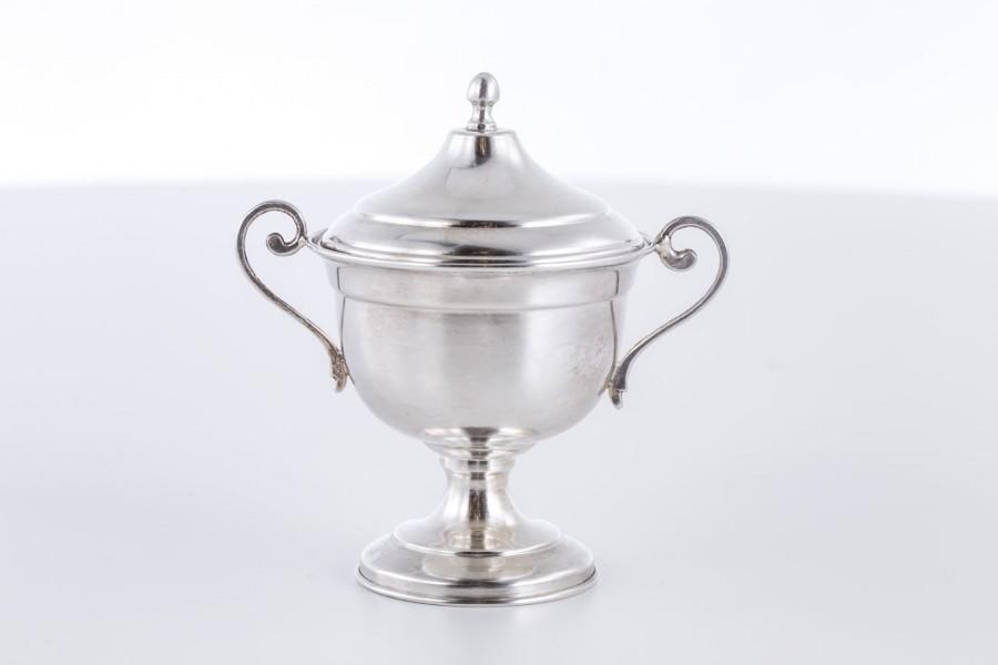 Cukiernica kryta, filigranowa, srebro, Włochy – modernizm.