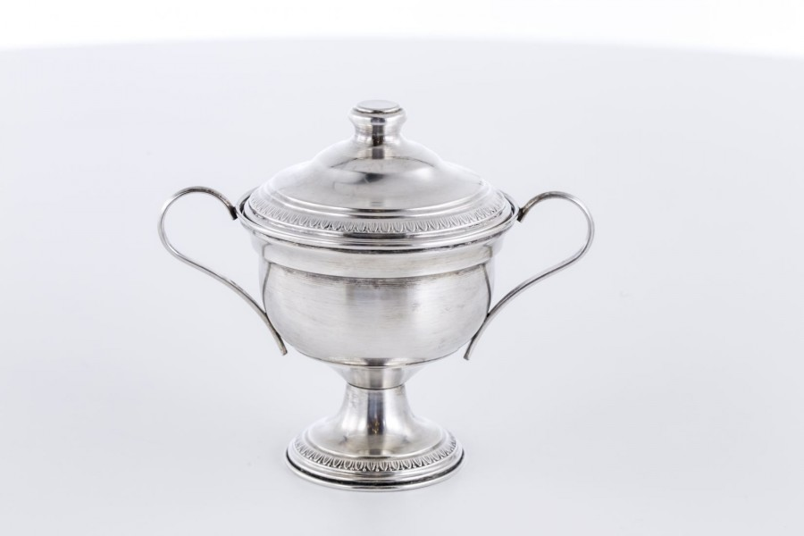 Cukiernica kryta, srebrna, Włochy – modernistyczna.