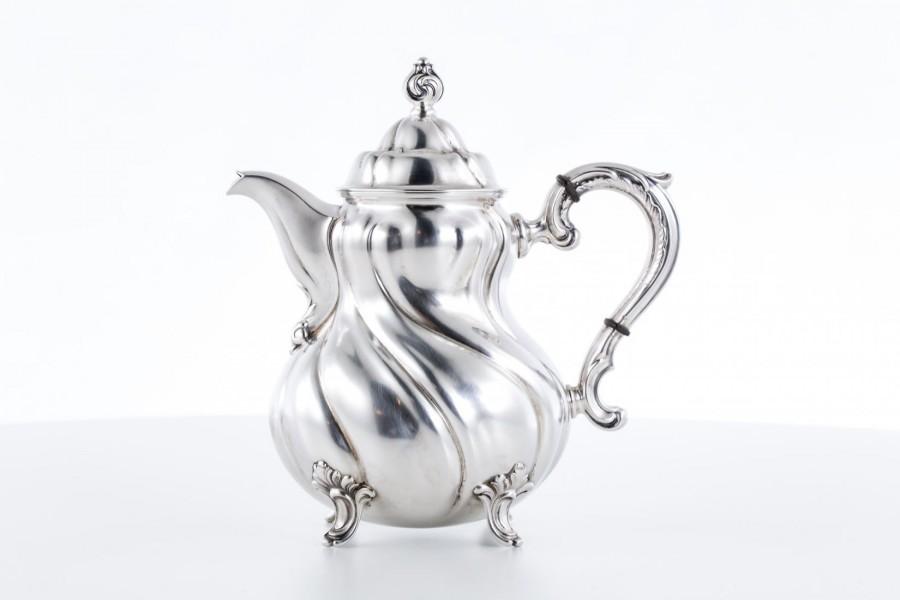 Dzbanek M.H. Wilkens & Söhne, na kawę / herbatę, srebro, Niemcy – neorokokowy.