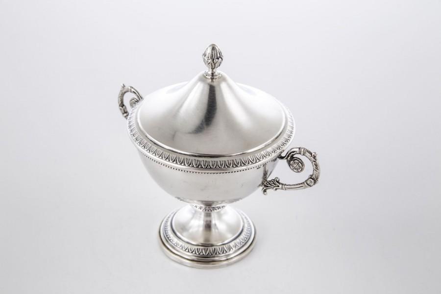 Cukiernica Castelli Giovanni, kryta, srebro,  Włochy - modernistyczna.