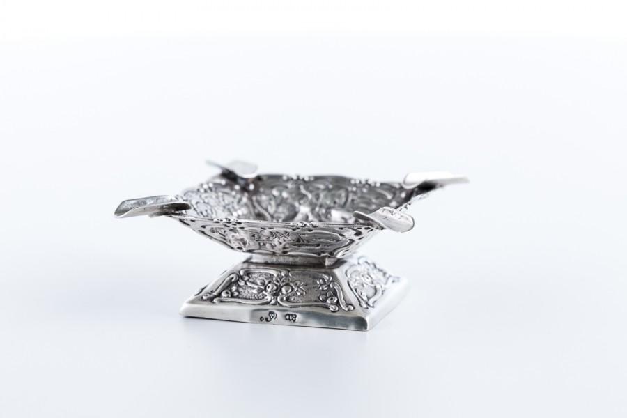 Popielniczka filigranowa, bogato zdobiona, srebrna niemiecka – eklektyczna.