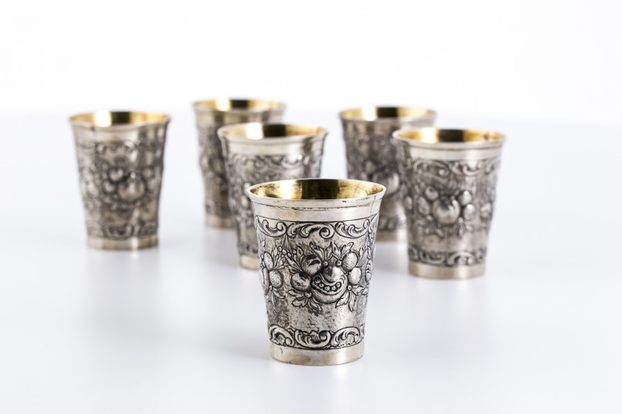 Komplet 6 kubków do wina,  srebrne, złocone wewnątrz,  Stare Niemcy – neorokokowe.