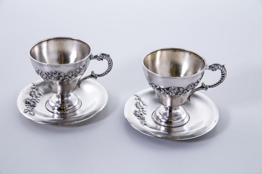 Kpl. 2 filiżanek ślubnych na  podstawkach na kawę, czekoladę srebrny, Niemcy – klasycystyczny