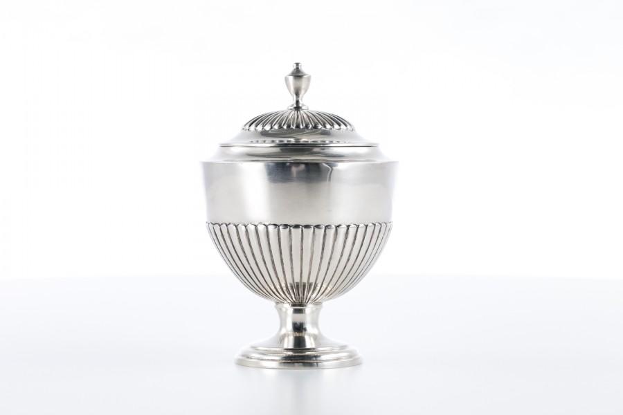 Cukiernica reprezentacyjna,  kryta, włoska, srebrna,  złocona – Neo Empire.