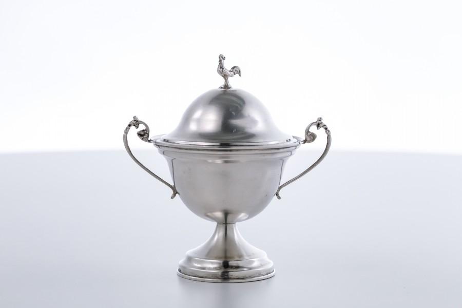Cukiernica filigranowa kryta, z kogucikiem, włoska srebrna – Neo Empire.