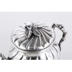 Cukiernica kryta, dekoracyjna włoska, srebrna,  złocona – postmodernistyczna.