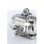 Szkatuła, cukiernica kryta,  zamykana na kluczyk,srebrna, Austro-Węgry – Biedermeier.