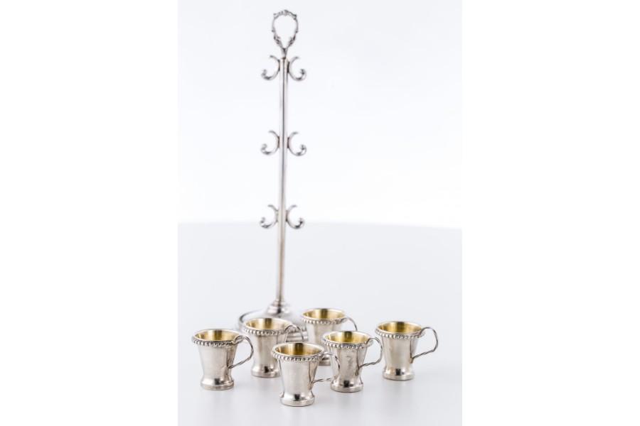 """Kpl. 6 srebrnych kieliszków  na """" srebrnym drzewku"""",  złocone, Anglia – klasycyzm."""
