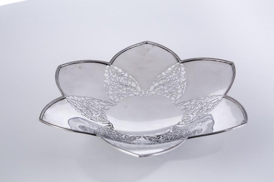 Patera reprezentacyjna,  ażurowa, otwarty kwiat, srebrna, Włochy – klasycyzm.