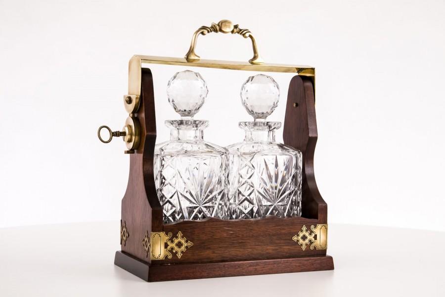 2 Karafki kryształowe na whisky, koniak w mahoniowym nosidełku,  komplet, Francja – secesyjny.