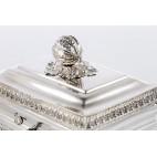 Cukiernica kryta z pokrywką  na zawiasach na kluczyk , srebrna, Niemcy – Biedermeier.