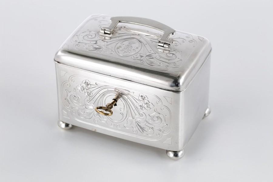 Cukiernica Franz Josef Bibus, skrzynkowa na kluczyk, Wiedeń srebrna – klasycystyczna.