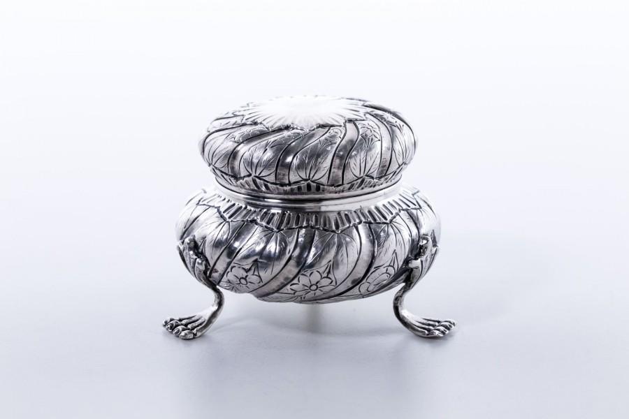 Puzdereczko, srebrne,  Włochy – postmodernistyczne.