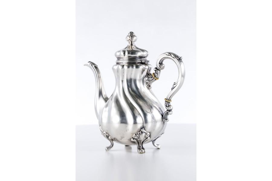Dzbanek do kawy, herbaty,   srebrny, Niemcy – neorokokowy.