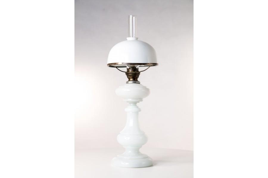 Lampa naftowa, stołowa, Huta Szkła Hortensja,  Polonica, szklana - secesyjna.