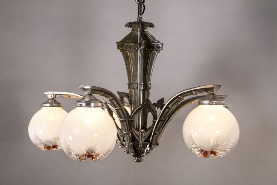 Żyrandol salonowy na piórze wewnętrznym, brąz chromowany, klosze Murano – art deco.