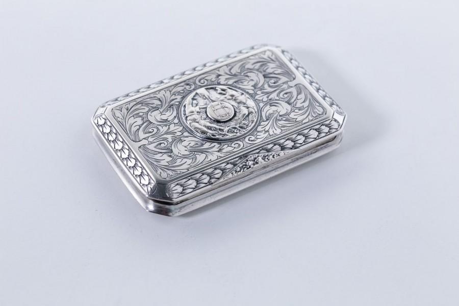 Męska tabakiera kieszonkowa, zdobna, ekskluzywna,  srebrna i złocona – secesyjna.