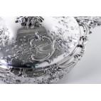 Terryna kryta na ciepłe potrawy, reprezentacyjne ecuelle,  srebrna, Niemcy – neorokokowa.