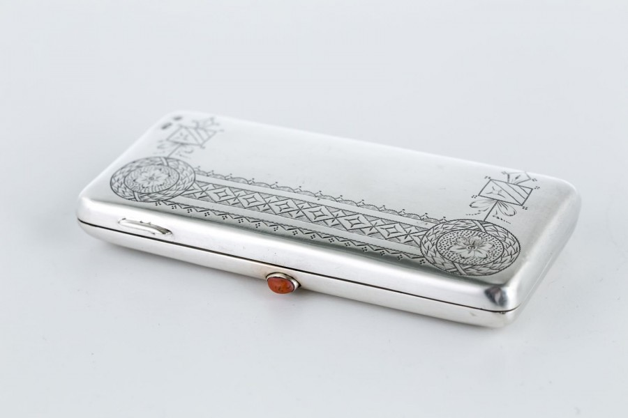 Cygarnica z koralem, srebrna, Stara Rosja – sztuka świata.