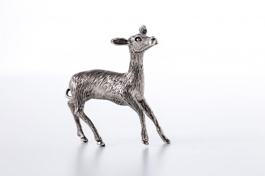 Miniaturka sarny, srebrna – sztuka świata.